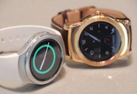 سامسونگ Gear S2 با سیستم عامل تایزن (سفید) و الجی G Watch Urbane با سیستم عامل WebOS(طلایی)