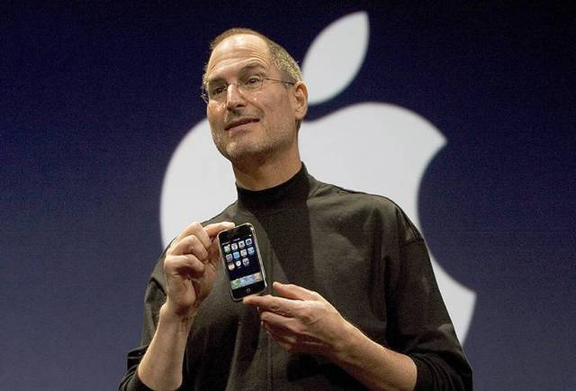 steve-jobs-apple-first-iphone-moscone-center