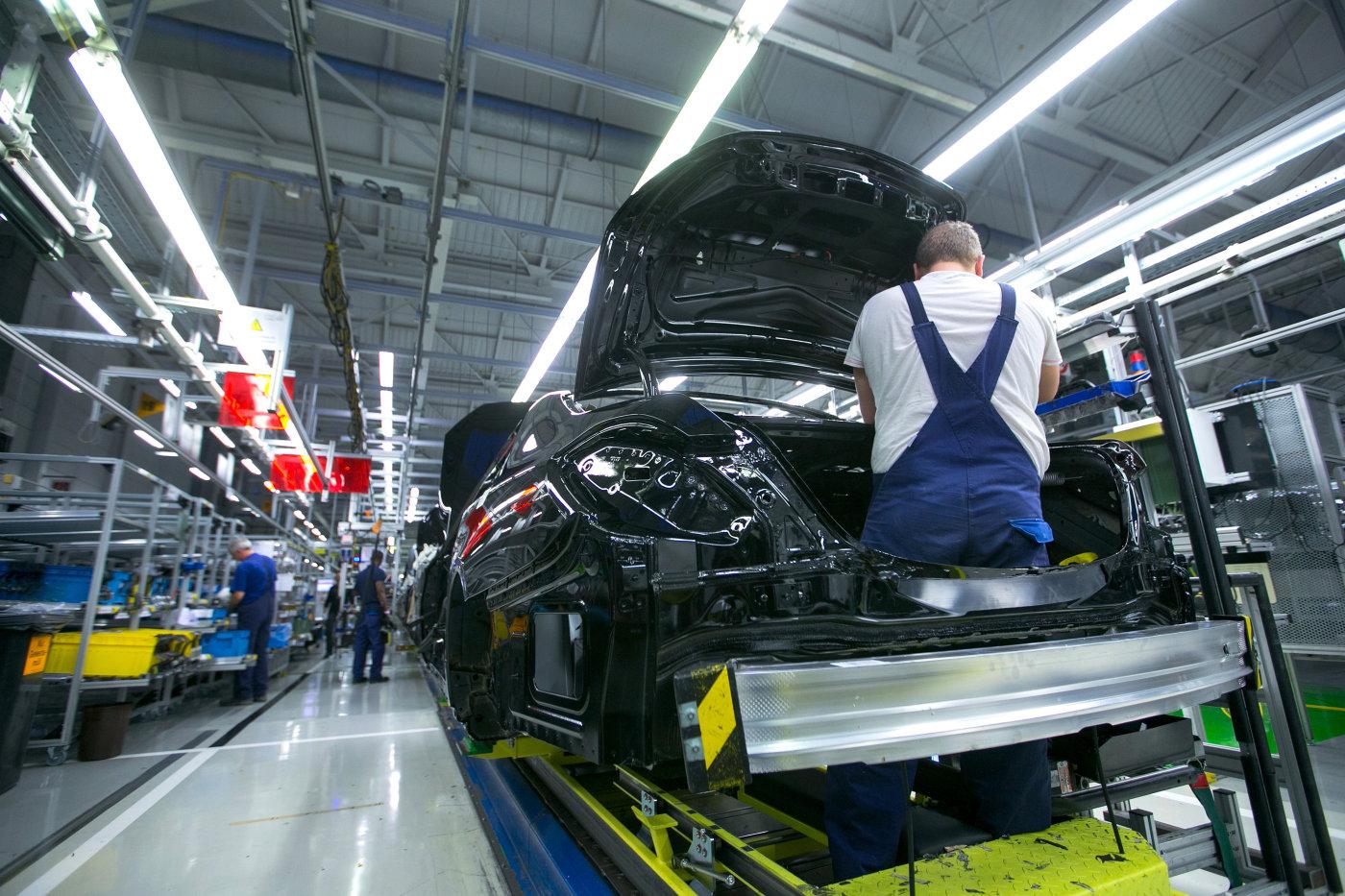 جایگزینی روباتها با انسانها در خط تولید مرسدس