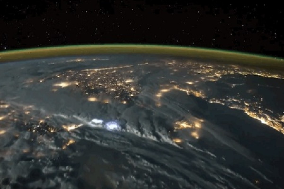 یک طوفان شگفتانگیز از دید فضانوردان (به همراه ویدئو)