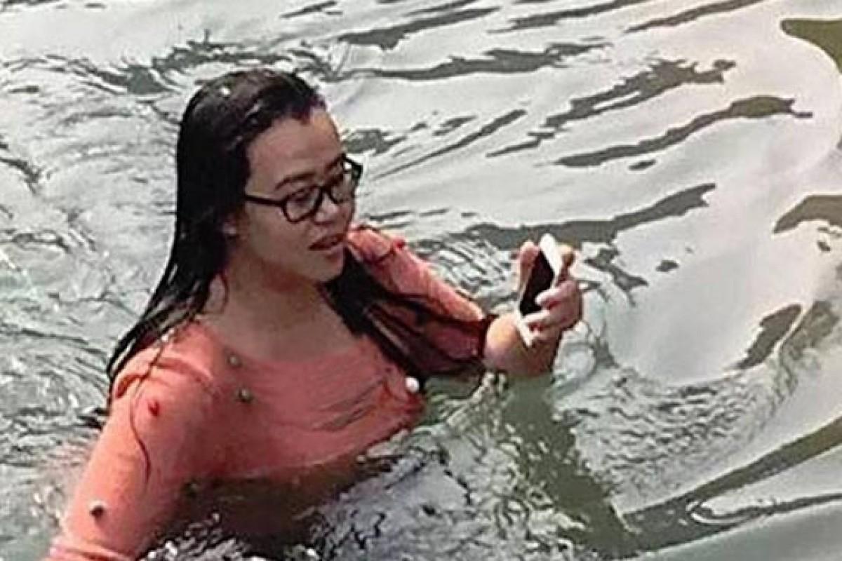 یک زن چینی برای نجات آیفون خود به درون یک دریاچه یخزده شیرجه زد