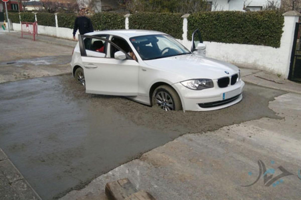 وقتی یک BMW زیبا در سیمان خیس گرفتار میشود!