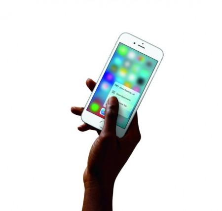 iPhone6s-Hand-SafariQuickAction-PR-PRINT-640x608