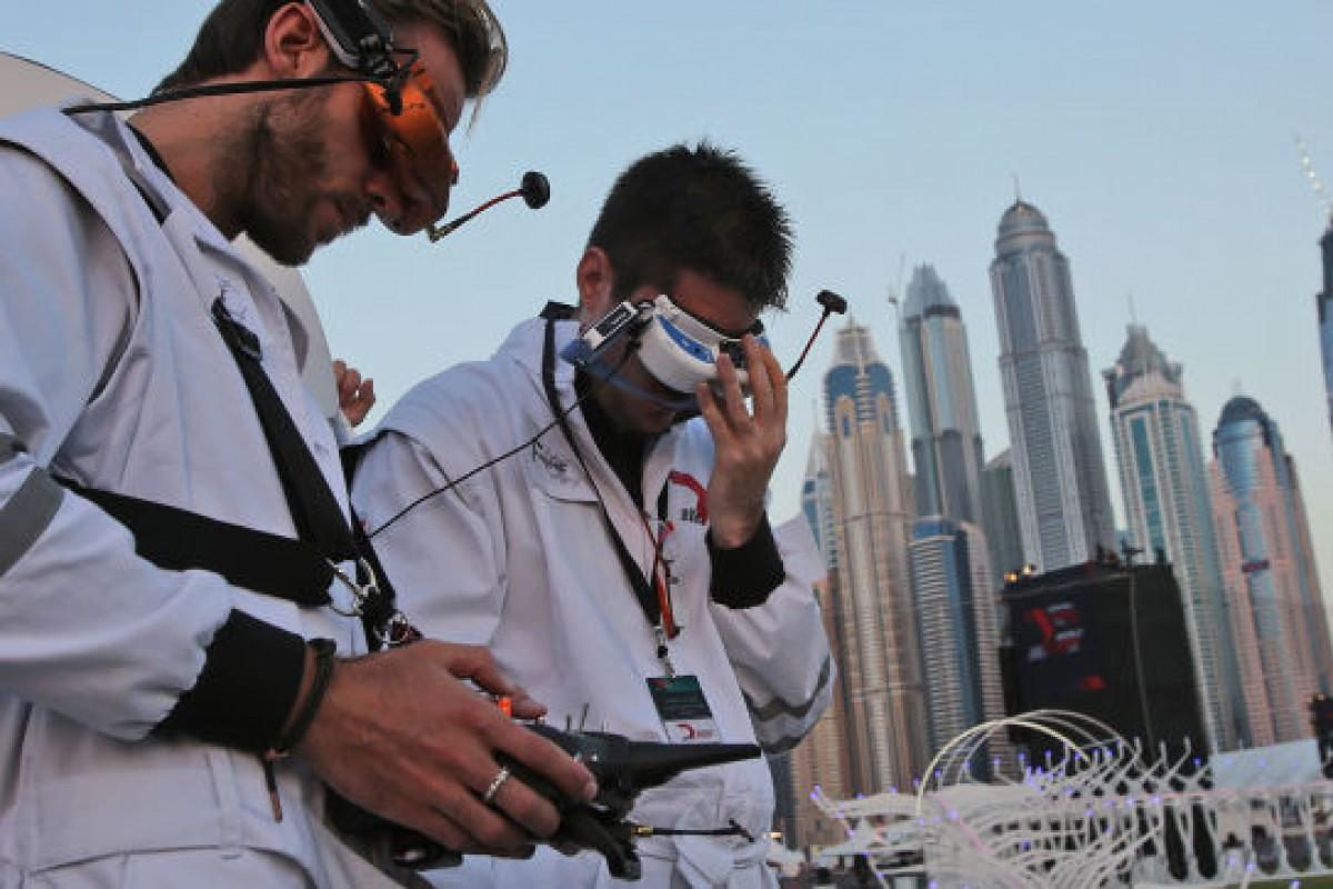 یک نوجوان ۱۵ ساله برنده مسابقات جهانی پهپاد در دبی شد