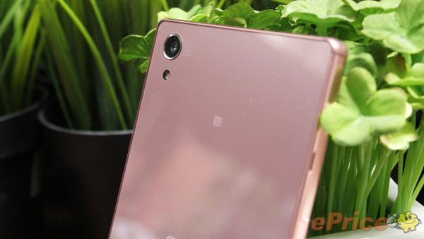 Pink-Xperia-Z5-Premium-Hands-on_4-640x360