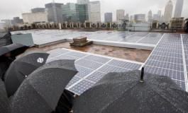 این سلول خورشیدی از باران انرژی تولید میکند!