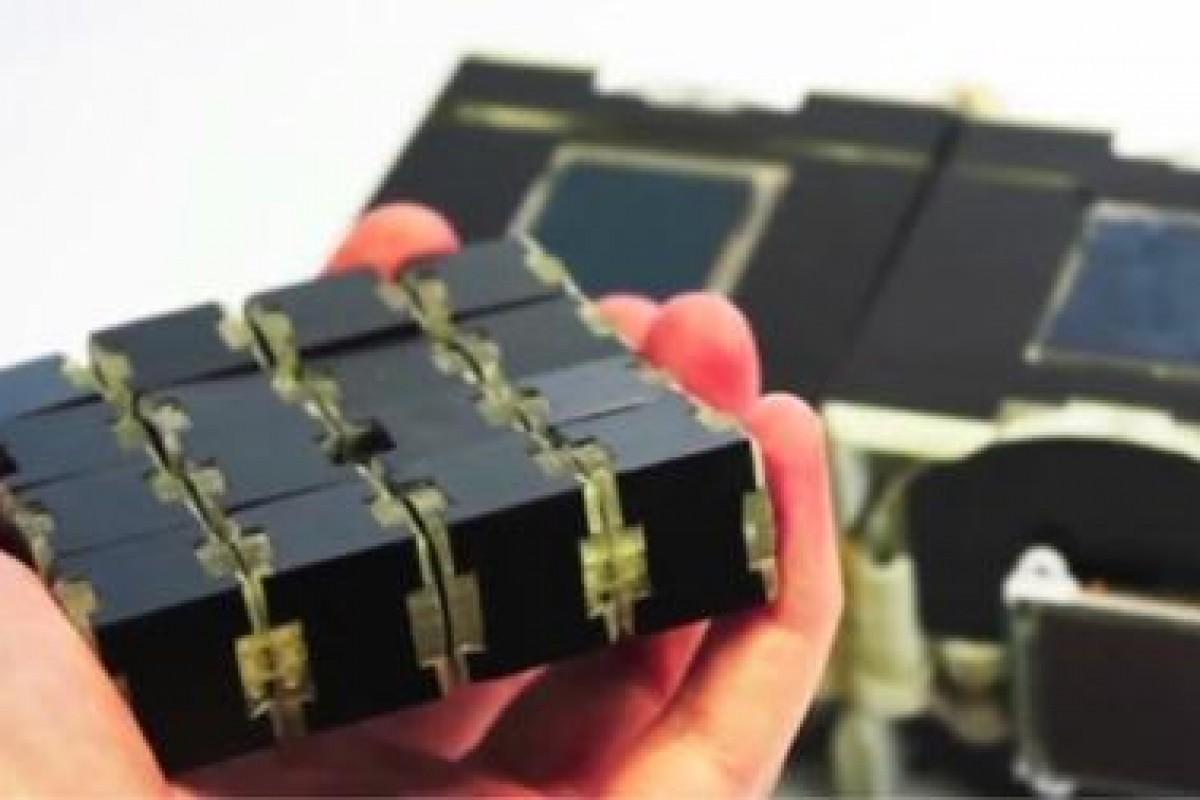 محققان بریتانیایی و ساخت یک اسمارت فون خاص که به مکعب روبیک تبدیل میشود!