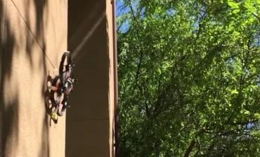 ساخت پهپادی که قادر است مانند یک حشره بر روی دیوار فرود بیاید!