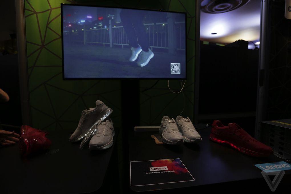 lenovo-smart-shoes-tech-world-2016-10.0