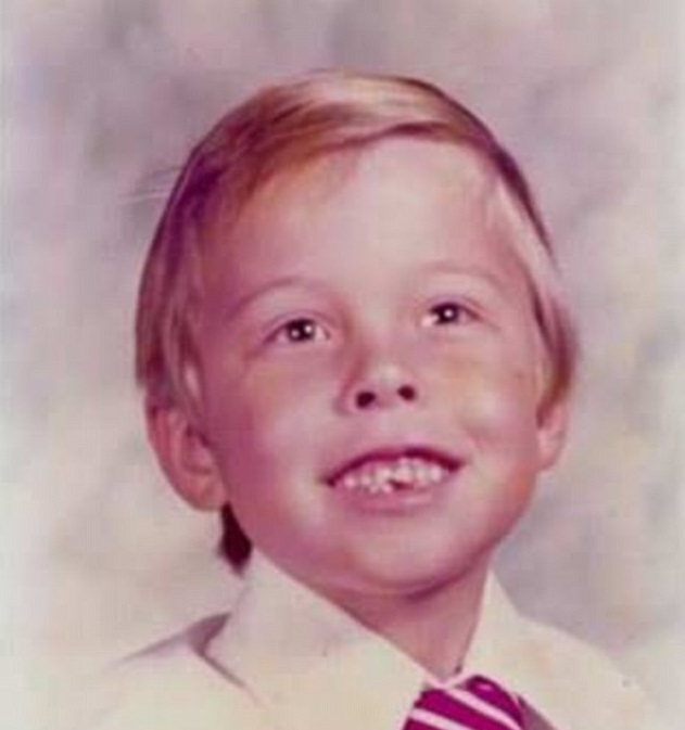 ۲B55989400000578-0-Elon_had_a_miserable_childhood_and_brutal_upbringing_in_South_Af-a-7_1439575309801