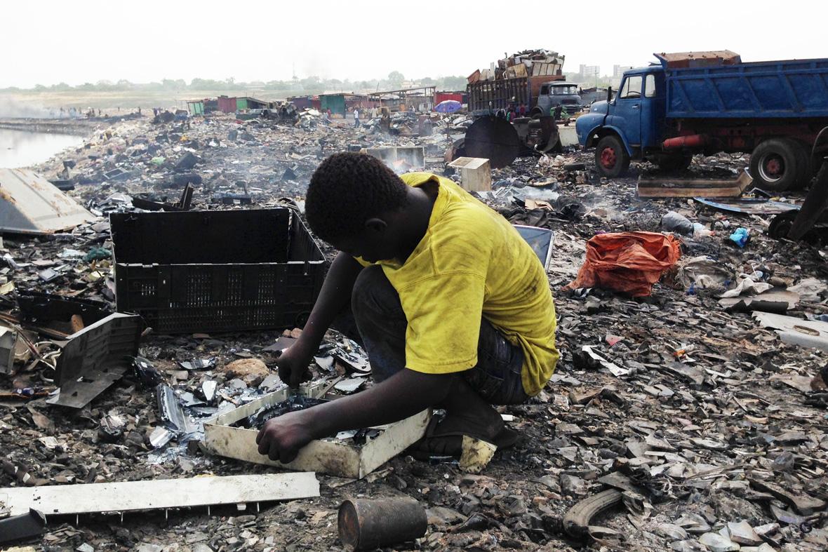 Ghana-e-waste_children_26_03_2014