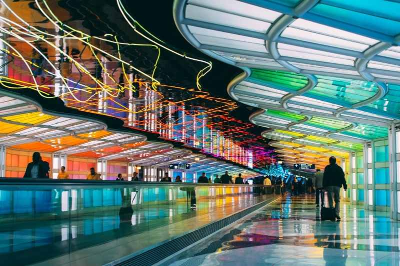 Michael_Haydens_Skys_The_Limit_neon_tunnel_between_concourses_at_Chicago_OHare_I