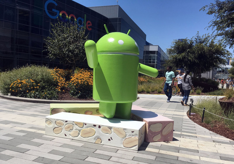 android-nougat-statue-8