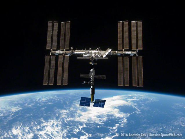 gallery-1467046092-01-iss-separation