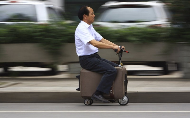 he-liang-spent-ten-years-modifying-this-suitcase-vehicle-which-has-its-own-motor-and-can-reach-speeds-of-over-12-mph-it-can-travel-30-40-miles-on-one-one-charge
