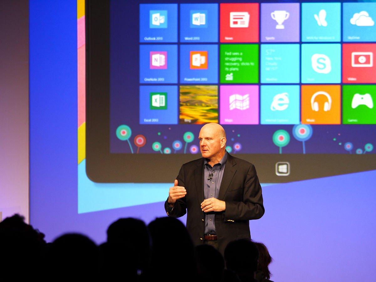 استیو بالمر در حال معرفی ویندوز ۸