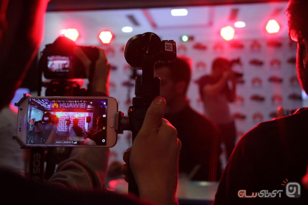 دو برنده خودروی هیوندای ولاستر توسط هواوی در بازار موبایل تهران اعلام شد
