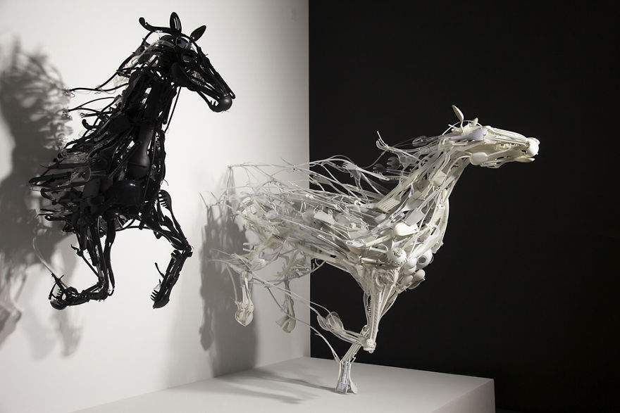 Sayaka-Ganz-makes-animals-in-motion-from-reclaimed-plastic-objects-57a68afbd19be__880