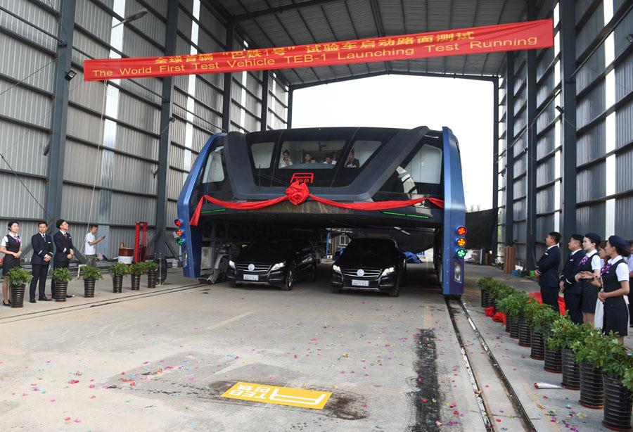 """(城乡热点)(۱)""""空中巴士""""巴铁试验车启动路面测试"""