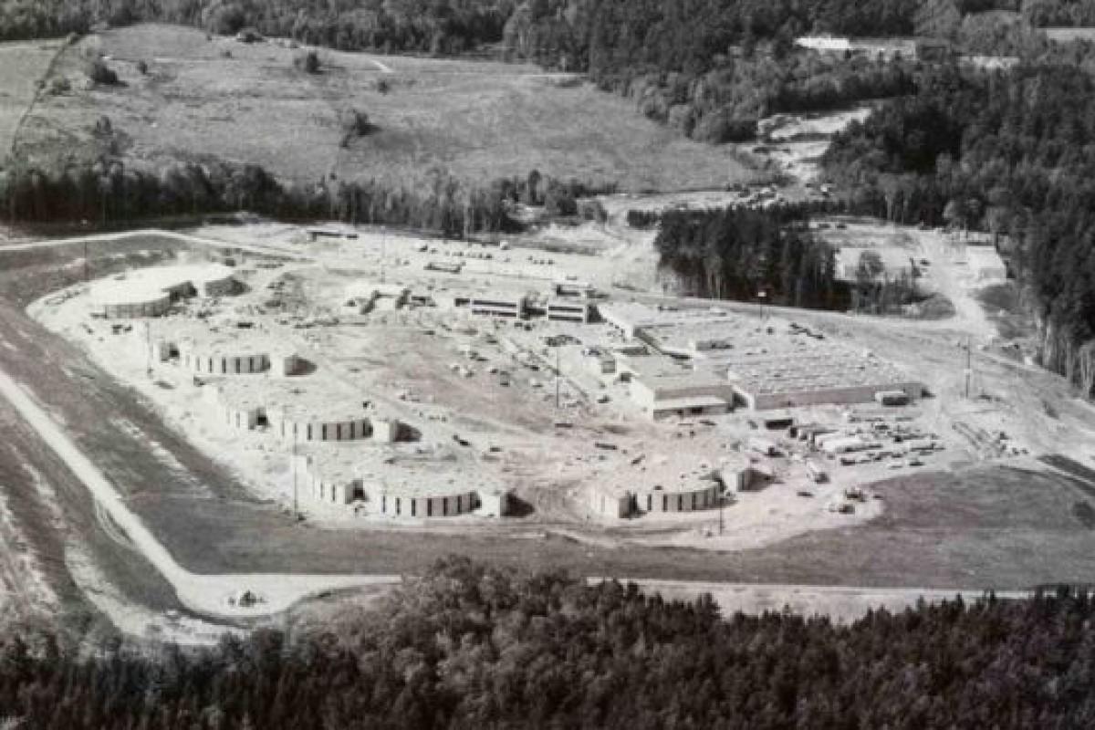 دهکده المپیکی که پس از اتمام مسابقات به زندان تبدیل شد!