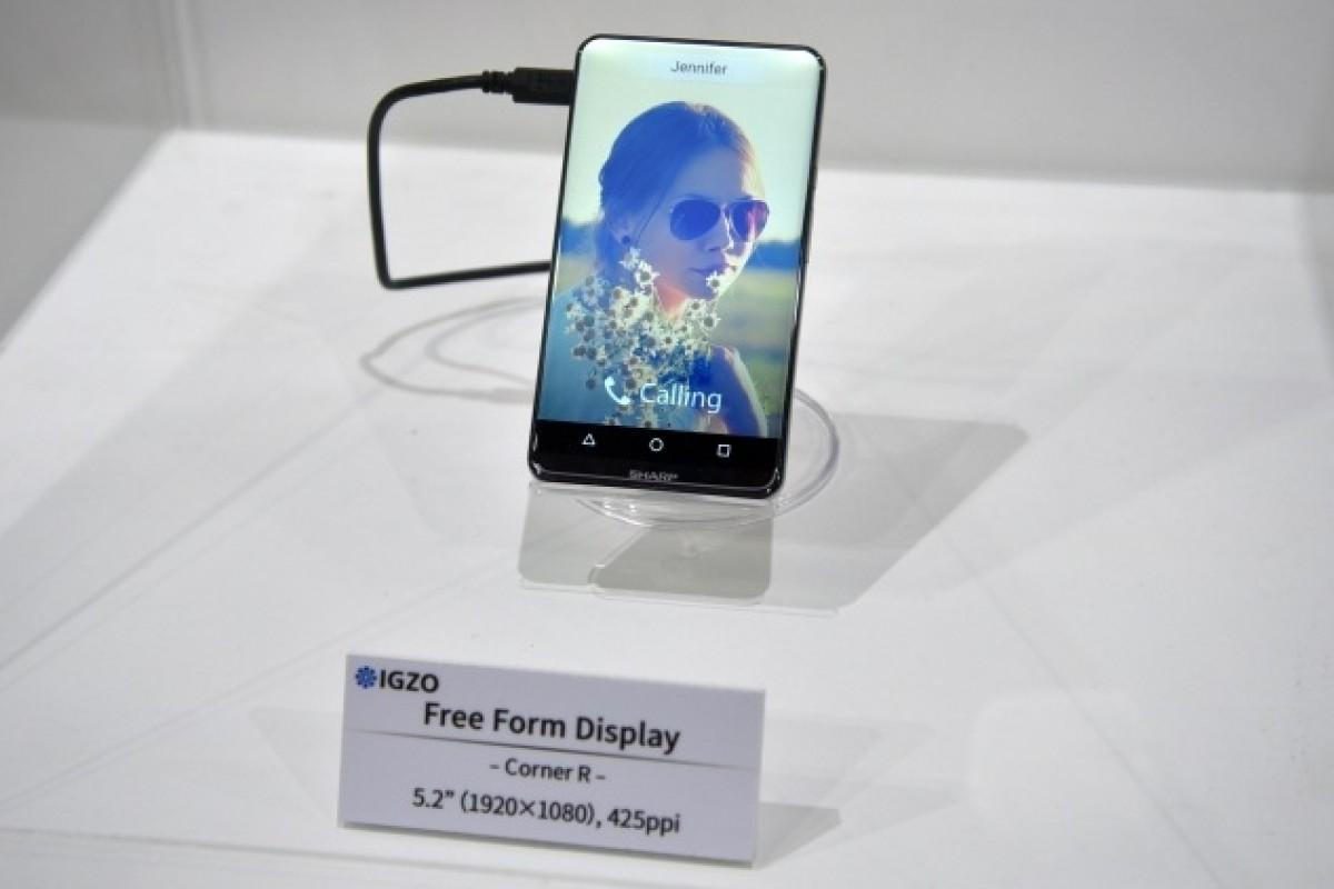 شارپ از یک نمایشگر با تراکم ۱۰۰۰ پیکسل بر اینچ و یک گوشی خاص پرده برداشت!