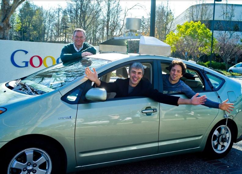 با سرمایه بسیاری که به دست آمده بود، مدیران تصمیم گرفتند تا به دنبال ایدههای ناب و جدید بروند که نسل آینده دنیای فناوری باشند. در ۲۰۱۰ گوگل اعلام کرد که در حال کار بر روی خودروهای بدون راننده یا همان خود ران است که کنترل آن بر عهده انسان نخواهد بود.