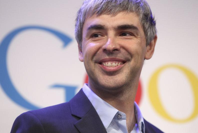 در یکی دو سال اخیر هم مدیران گوگل با تغییر نحوه اداره این شرکت بزرگ، ناگهان دنیا را شوکه کردند. برین، پیج و اشمیت گوگل را به مالکیت آلفابت، هولدینگ تازه تاسیس خود، در آوردند که لری پیج عنوان مدیر عامل آن را دارد. آلفابت در چند بازه زمانی توانست برای مدت کوتاهی عنوان با ارزشترین کمپانی دنیا را از اپل بگیرد.