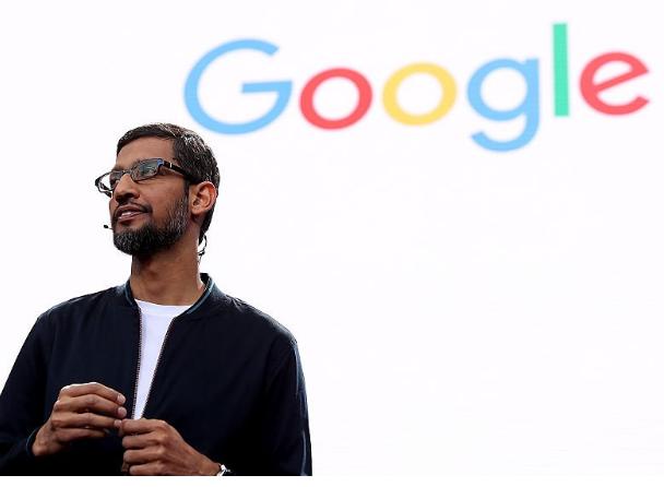 پیج با قبول مدیر عاملی آلفابت، مدیر عاملی گوگل را به ساندار پیچای واگذار کرد. او پیش از این در بخش گوگل کروم و اندروید مشغول بوده و حالا مدیریت پر درآمدترین کسب و کار آلفابت در دست اوست. از آغاز مدیریت پیچای، گوگل پیشرفت بسیار خوبی در زمینه هوش مصنوعی داشته است و به تازگی گوشیهای پیکسل این شرکت تمام گوشیهای اندرویدی و حتی ایفون را به چالش کشیده اند.