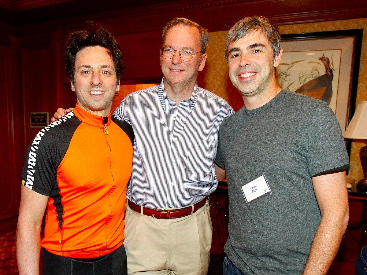به درخواست Sequoia که یکی از سرمایه گذاران بود، برین و پیج در سال ۲۰۰۱ اریک اشمیت را به عنوان مدیر عامل گوگل انتخاب کردند، حال هر دو آزادی بیشتری برای صرف وقت خود بر روی فناوریهای گوگل داشتند.