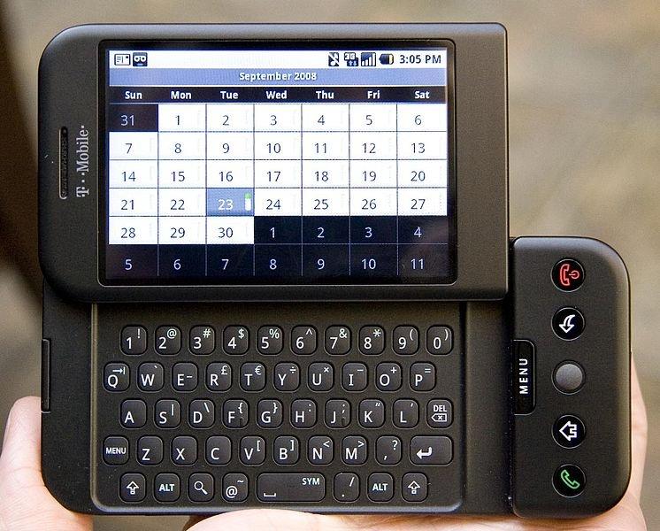 سال ۲۰۰۶ پر از اتفاقات خوب برای گوگل بود و در ادامهی این روند، اولین گوشی اندرویدی دنیا که برای فروش عرضه شده بود، توسط شرکت HTC تولید شد. امروزه اندروید عنوان محبوبترین سیستم عامل دنیا را به خود اختصاص داده است.