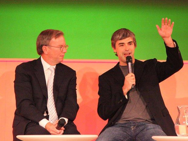 در سال ۲۰۱۱، اریک اشمیت ( که زمانی رکورد دار مرتفعترین سقوط آزاد از فضا هم بوده) از مدیر عاملی گوگل کناره گیری کرد اما در سمت مدیر هیئت رئیسه این شرکت باقی ماند و باز هم لری پیج به عنوان مدیر عامل انتخاب شد.