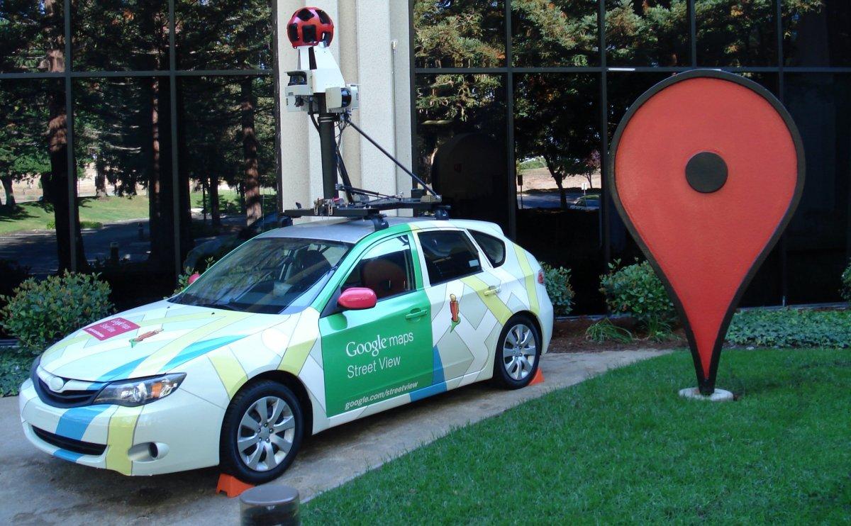 پس از اولین عرضه عمومی سهام، گوگل تمرکز خود را بر توسعه منعطف کرد تا صرفا یک موتور جستجو نباشد و سرویسهایی مانند گوگل Docs و گوگل Maps به وجود آمدند که هنوز هم جزو سرویسهای پر کاربرد گوگل هستند.