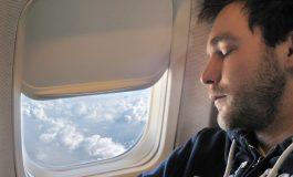 ۱۴ کاری که بهتر است در پرواز با هواپیما انجام ندهید