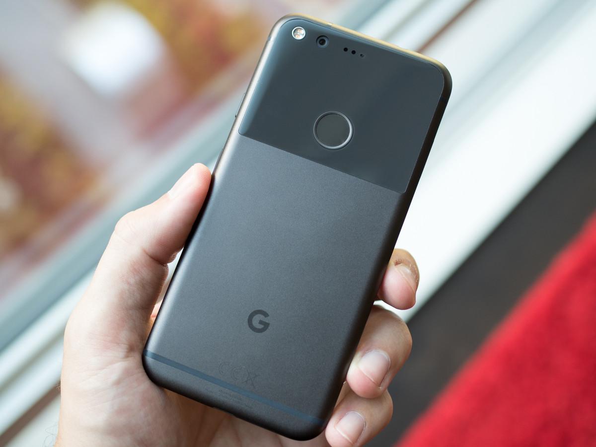 google-pixel-black-in-hand