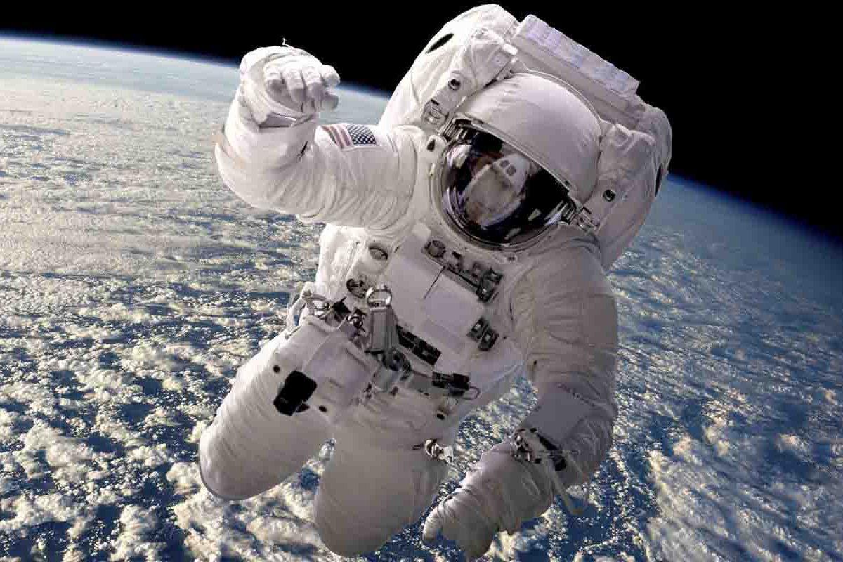 ناسا برای حل مشکل فضولات فضایی پاداش پرداخت میکند!