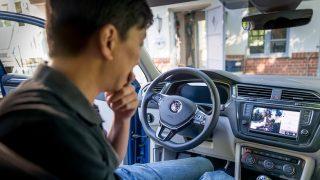 چرا اپل، گوگل و سامسونگ بر روی خودروهای متصل سرمایهگذاری میکنند؟