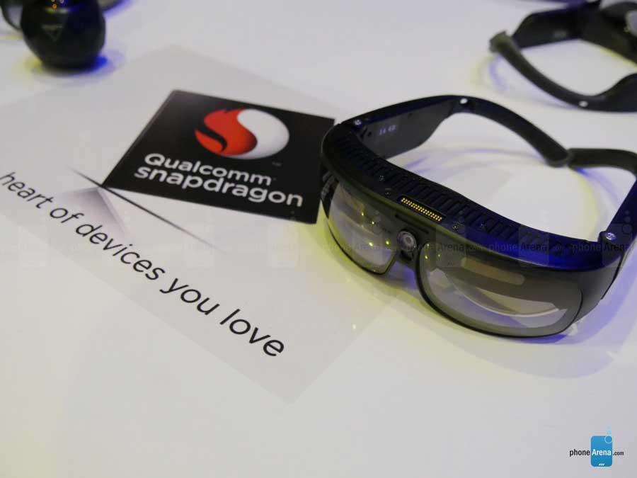 عینک هوشمند R-8