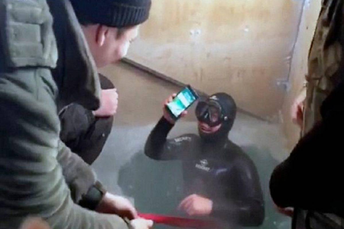 حتی ۱۳ ساعت باقی ماندن در دریاچه یخ زده هم نتوانست آیفون ۷ را از کار بیاندازد!
