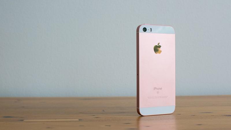 چرا نباید آیفونهای اپل را بخریم؟!