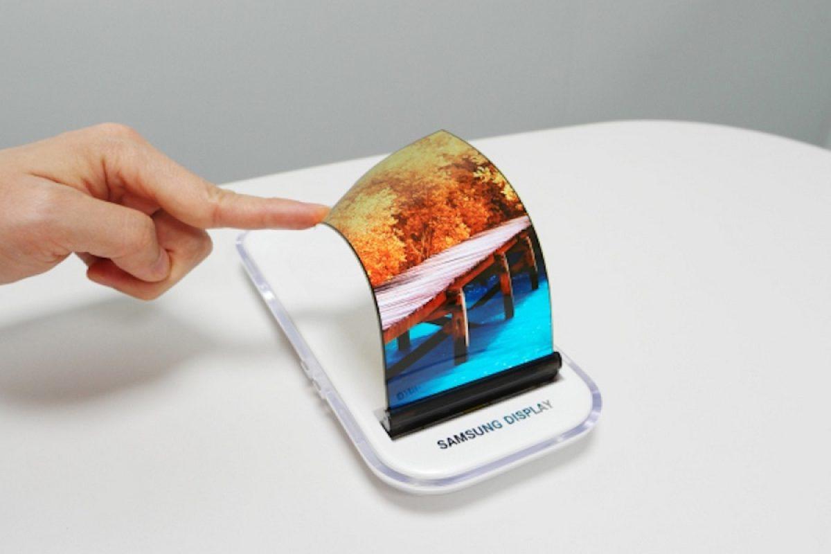 چرا گوشی هوشمند تاشو سامسونگ هنوز راهی بازار نشده است؟!
