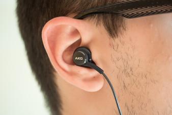 Galaxy-S8-AKG-earphones-03 نگاه نزدیک به هدفون AKG گلکسی S8