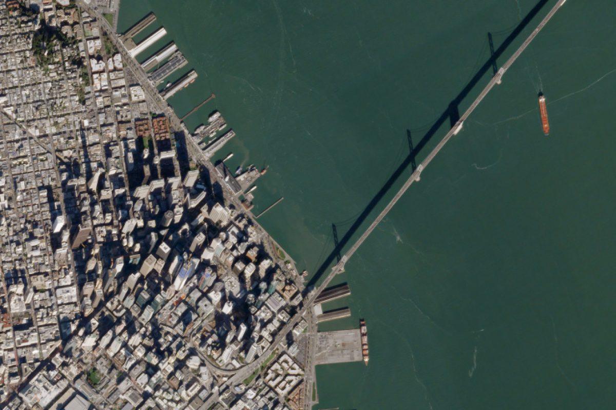 اپل چند تن از کارشناسان ماهوارهای گوگل را استخدام کرد