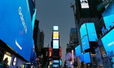 سامسونگ در روز رونمایی از گلکسی S8 و S8 پلاس، یک ویدئو جالب در میدان Times نیویورک پخش کرده است!