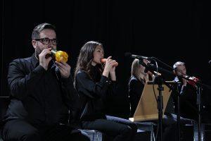 ارکستری عجیب در لندن: نواختن موسیقی با هویج و کدو تنبل!