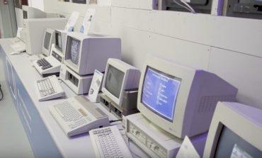 چرا مانیتور کامپیوترهای قدیمی اینقدر پر سر و صدا بودند؟
