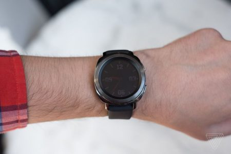 20170830_samsung_wearables_ifa2017_vladsavov_13-450x300 سامسونگ از ساعت هوشمند Gear Sport رونمایی کرد؛ نمایشگر 1.2 اینچی سوپرامولد بههمراه بدنه ضدآب