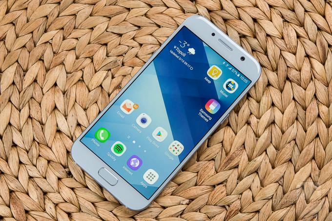 Samsung-Galaxy-A5-2017-Review-TI راهنمای خرید گوشی هوشمند با بودجه 3 تا 4 میلیون تومان (مهر ماه 97)