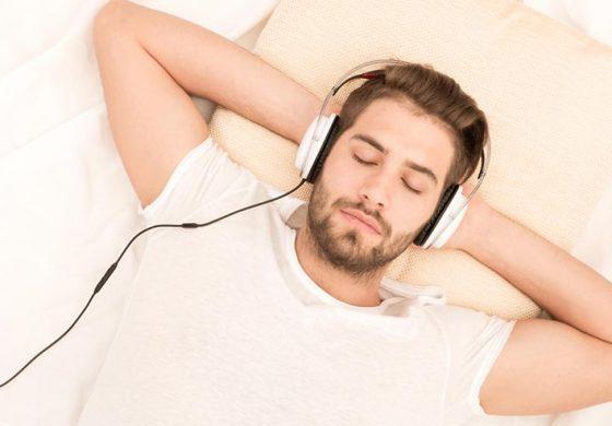 آیا گوش دادن به موسیقی حین خواب برای انسان ضرر دارد؟