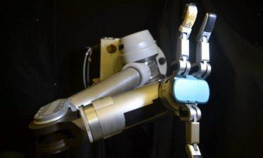 پوست انعطافپذیر تولیدی توسط محققان، به رباتها حس لامسه اضافه میکند