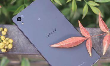 نمایه پروفایل یک کاربر، گوشی هوشمند جدید شرکت سونی را نمایش میدهد